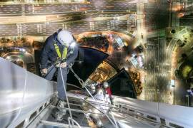 Rope Access - GROUPE F lights up the LOTTE WORLD TOWER in Seoul.